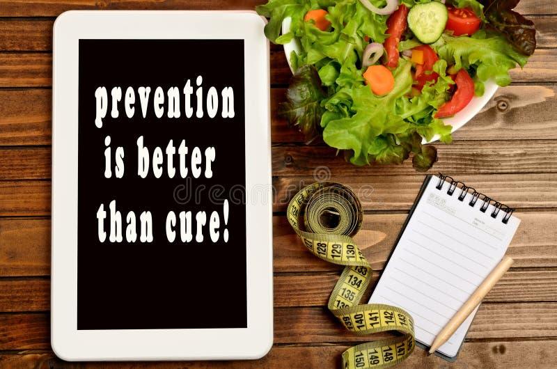 La prevención de las palabras es mejor que la curación en la PC de la tableta fotografía de archivo