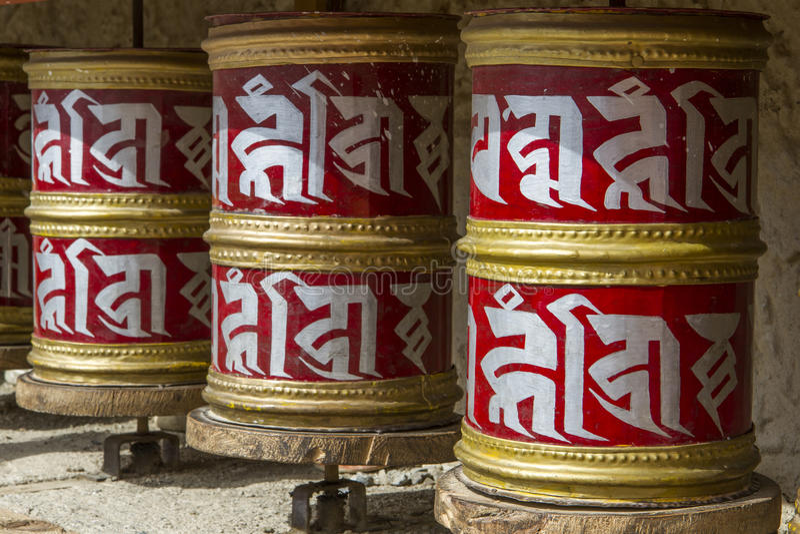 La prière tibétaine roule dedans Ladakh, Inde photo libre de droits