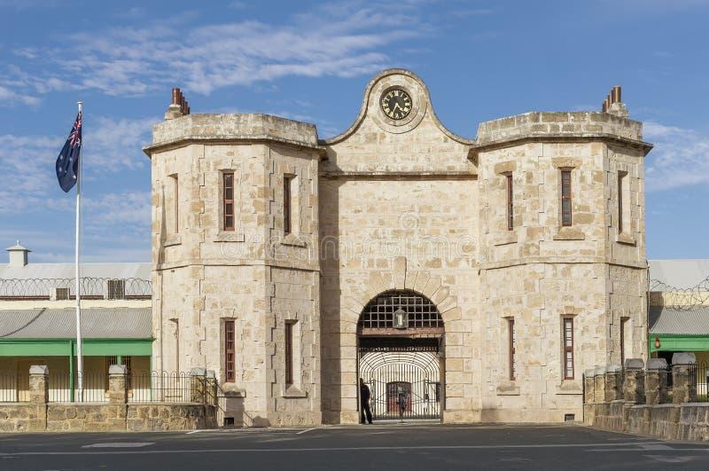 La prigione storica di Fremantle e la bandiera australiana un bello giorno soleggiato, Australia occidentale fotografie stock