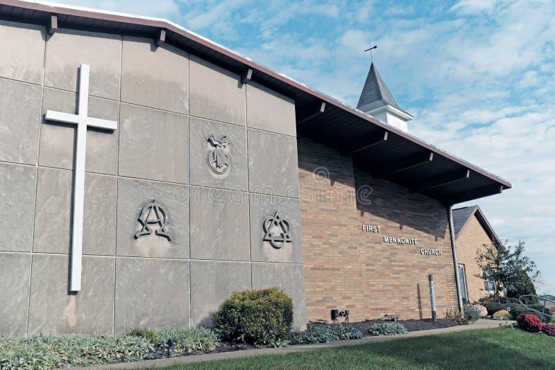 La primera iglesia menonita en Sugarcreek, Ohio, los E.E.U.U. imagen de archivo