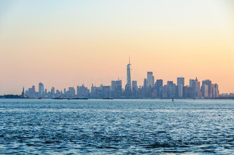 La primera luz sobre Lower Manhattan, NYC, los E.E.U.U. imagen de archivo libre de regalías