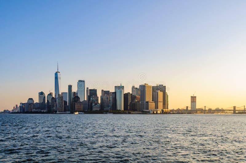 La primera luz sobre Lower Manhattan, NYC, los E.E.U.U. foto de archivo
