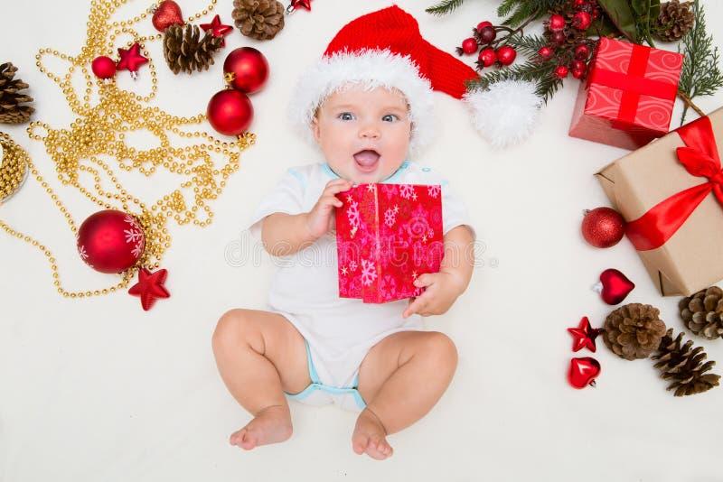 La primera Navidad del bebé foto de archivo libre de regalías