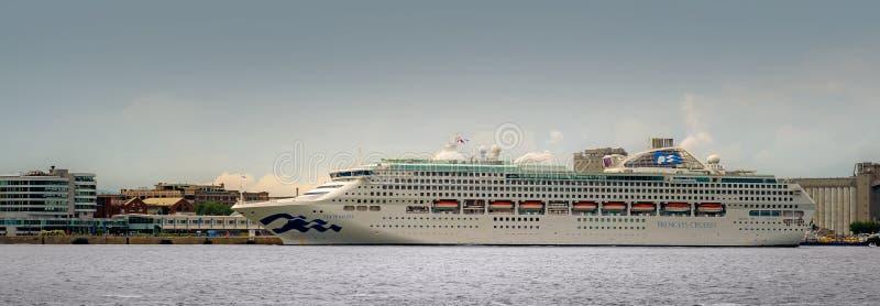 La principessa Cruising Boat del mare immagine stock libera da diritti