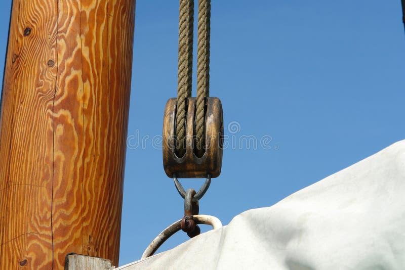 La priorità bassa di navigazione naviga la puleggia delle corde immagini stock