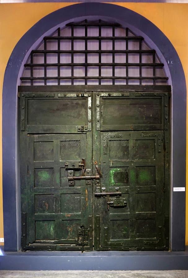 La prisión de Maison Centrale Hoa Lo en Hanoi, Vietnam imágenes de archivo libres de regalías