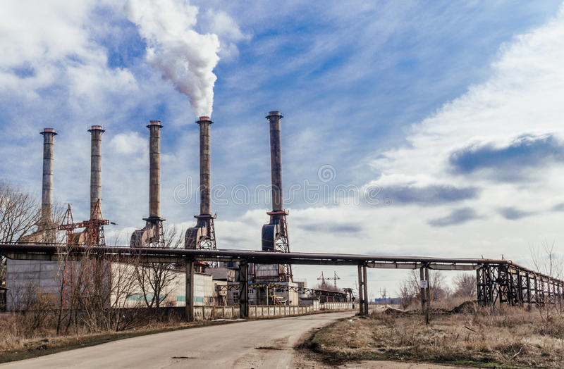 La producción de ácido sulfúrico Desastre ambiental imagen de archivo