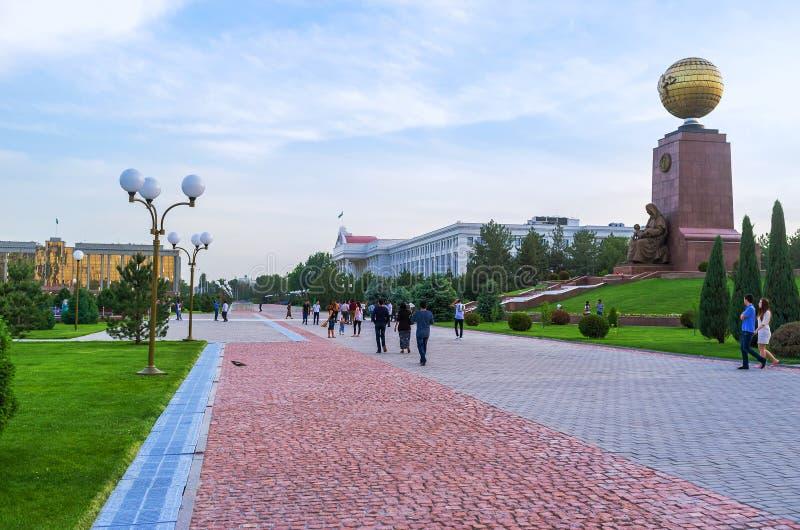 La promenade à Tashkent photo libre de droits