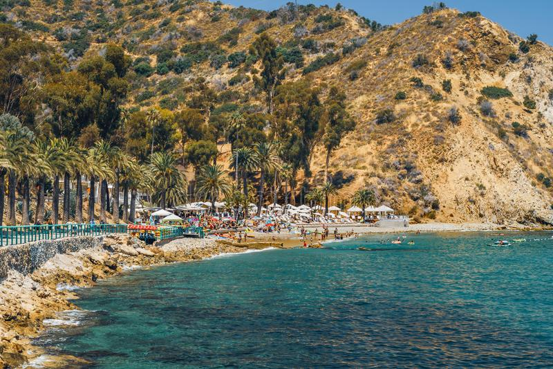La promenade côtière sur Avalon Bay, Catalina Island, la Californie photos stock