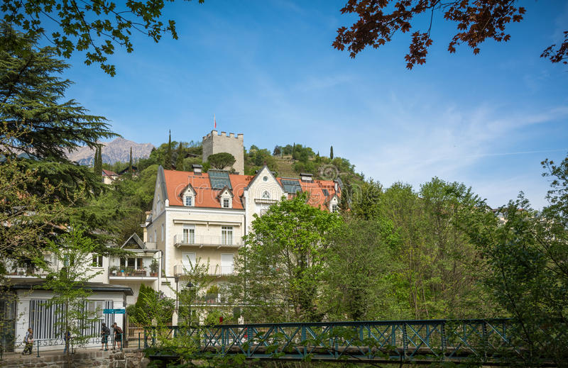 La 'promenade' de Merano, el Tyrol del sur, Italia Tyrol& del sur x27; edificios históricos de s imagenes de archivo