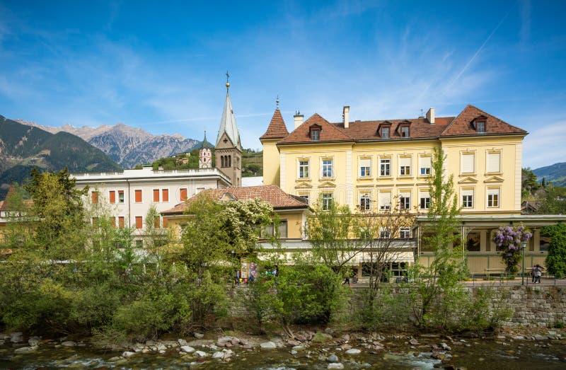 La 'promenade' de Merano, el Tyrol del sur, Italia Tyrol& del sur x27; edificios históricos de s foto de archivo