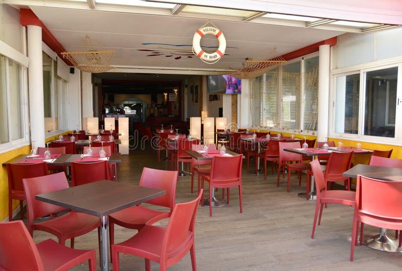 La 'promenade' del frente de mar con los hoteles y los restaurantes en Malvarrosa varan foto de archivo