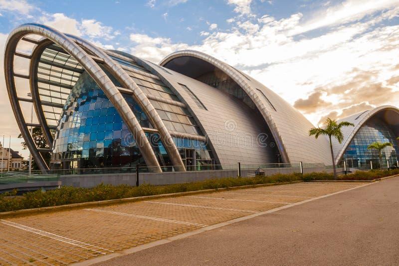 La prospettiva nordica dell'accademia nazionale delle arti dello spettacolo che costruiscono Port of Spain, Trinidad e Tobago fotografia stock