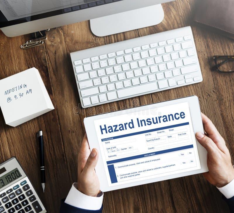 La protección de la propiedad del seguro del peligro llama concepto imagenes de archivo