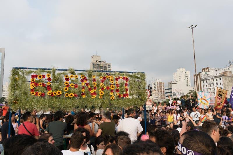 La protesta contro Jair Bolsonaro, stante in corsa per la presidenza questo elegge immagini stock
