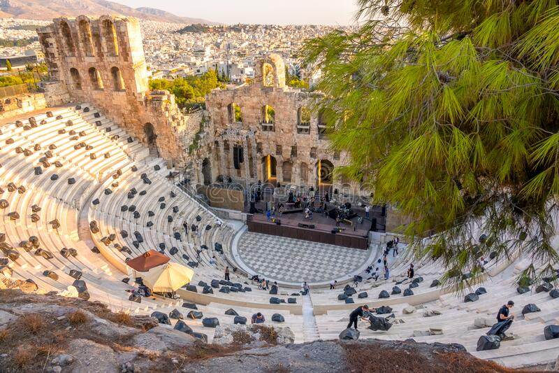 La prova generale di un concerto moderno in un antico teatro greco fotografia stock libera da diritti