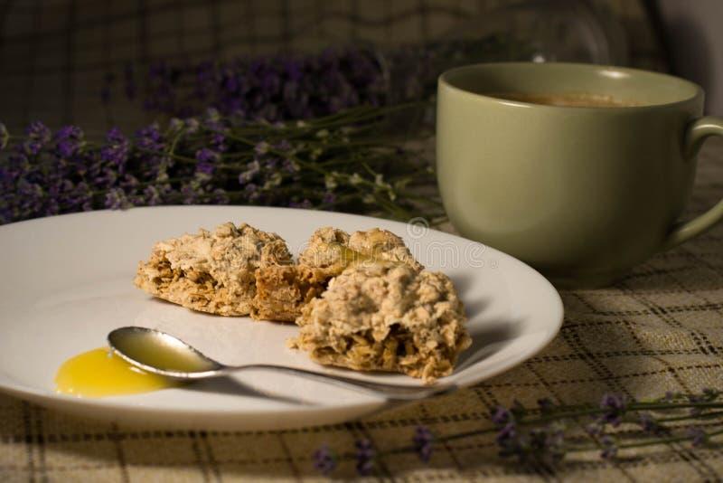 La Provence, la lavande et le petit déjeuner photographie stock
