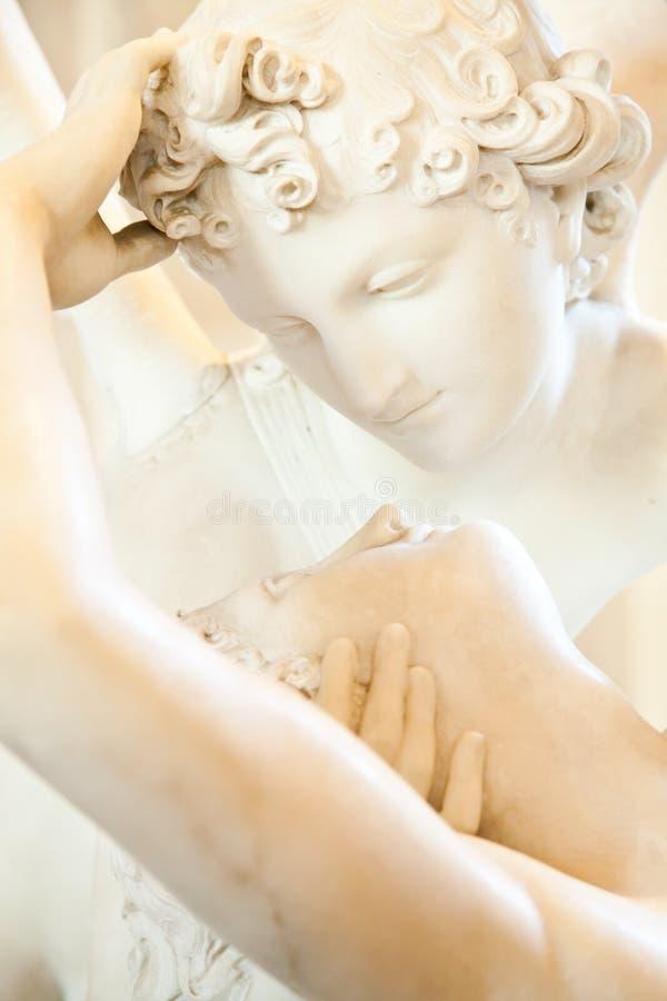 La psique restableció por el beso de Cupid imagen de archivo