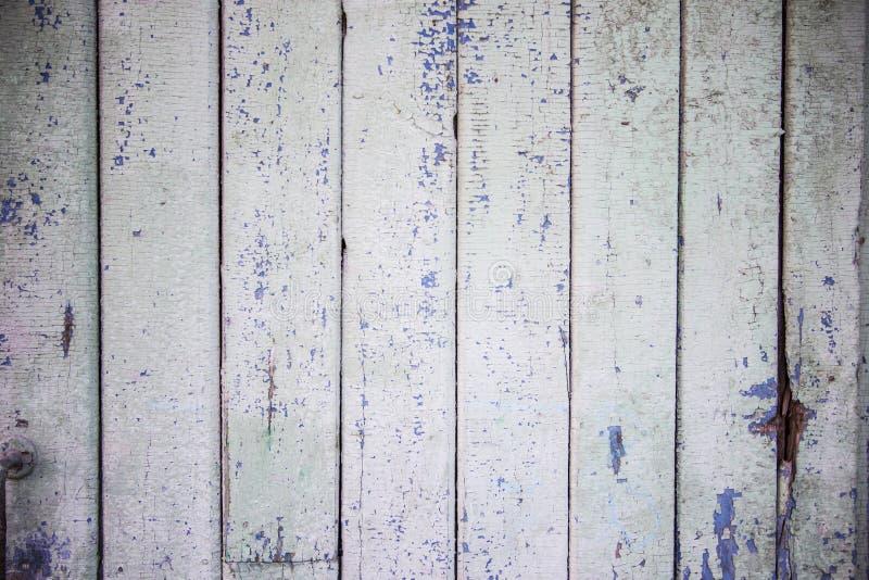 La puerta azul de madera del tablón del granero viejo cubrió el fondo de la textura fotos de archivo libres de regalías