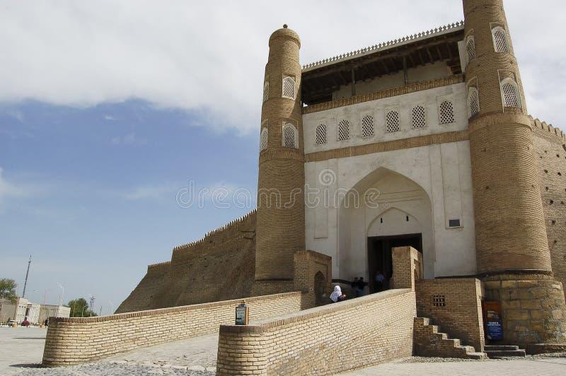 La puerta de la entrada a la ciudad vieja de Bukhara foto de archivo