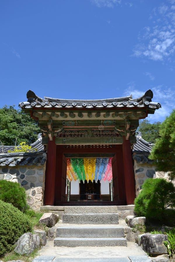 La puerta de la entrada a otro templo alrededor de Bulguksa en Gyeongju foto de archivo