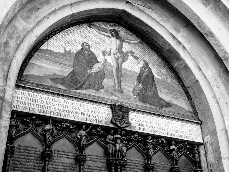 La puerta de las tesis de Luther fotos de archivo