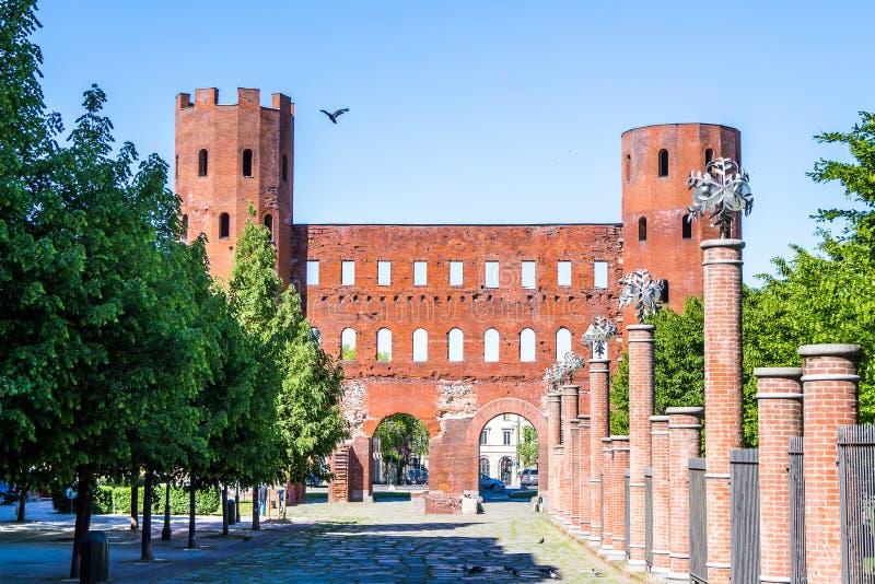 La puerta de Palatine en Turín, Italia imagen de archivo libre de regalías