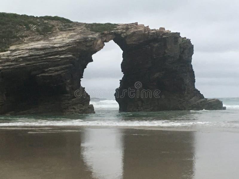 La puerta de la playa de las catedrales foto de archivo