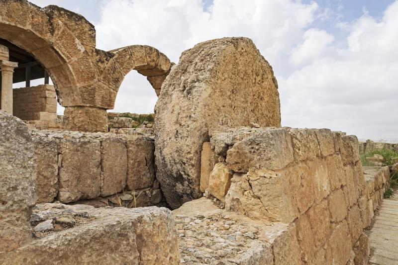 La puerta de Rolling Stone de la sinagoga antigua en Susya en Cisjordania fotografía de archivo libre de regalías