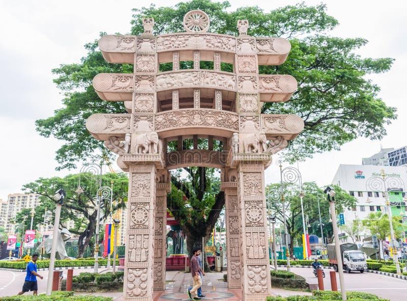 La puerta de Torana en Brickfields la poca India Kuala Lumpur Es una entrada a la amistad de India-Malasia foto de archivo libre de regalías