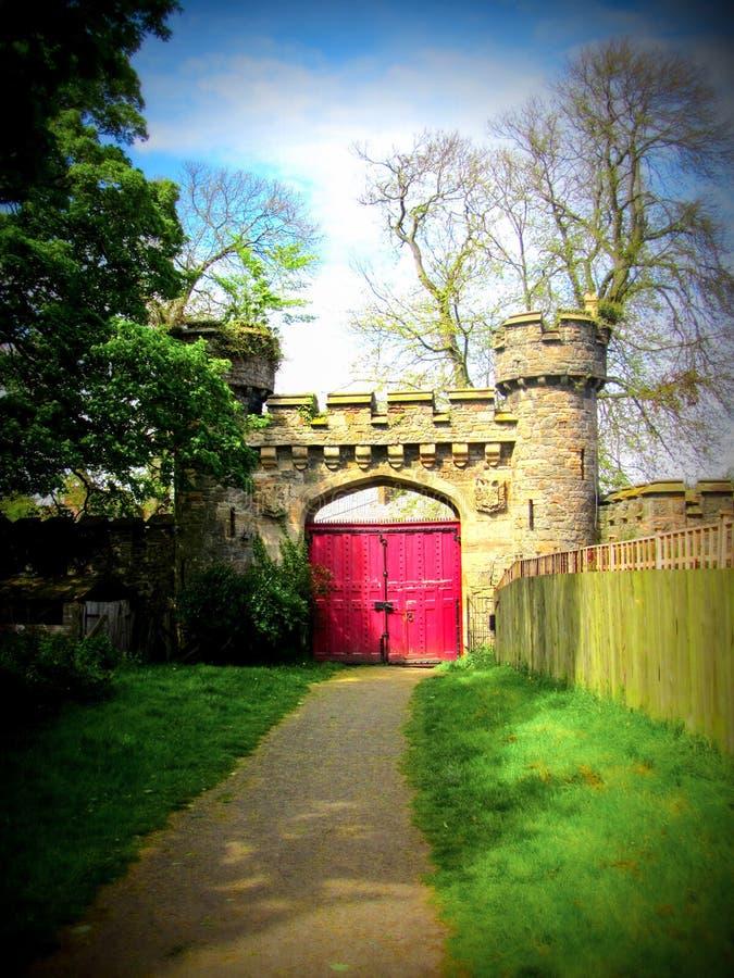 La puerta del castillo imagenes de archivo