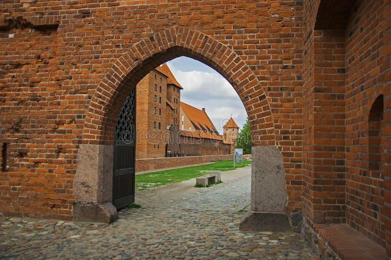 La puerta del castillo de Malbork imagenes de archivo