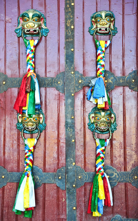 La puerta del templo en Tíbet imagen de archivo libre de regalías