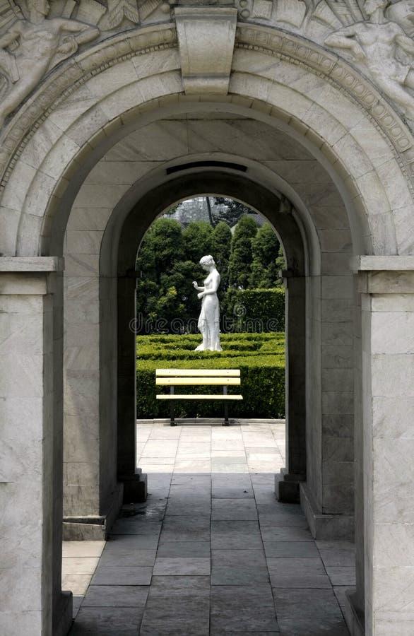 La puerta y la diosa fotos de archivo