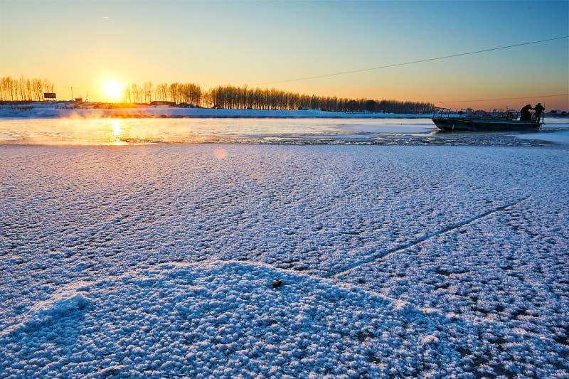 La puesta del sol congelada del río imágenes de archivo libres de regalías