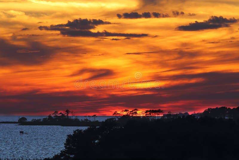 La puesta del sol dramática en quejas dirige, Carolina del Norte foto de archivo libre de regalías