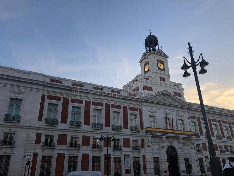 La puesta del sol en el centro de Madrid fotografía de archivo libre de regalías