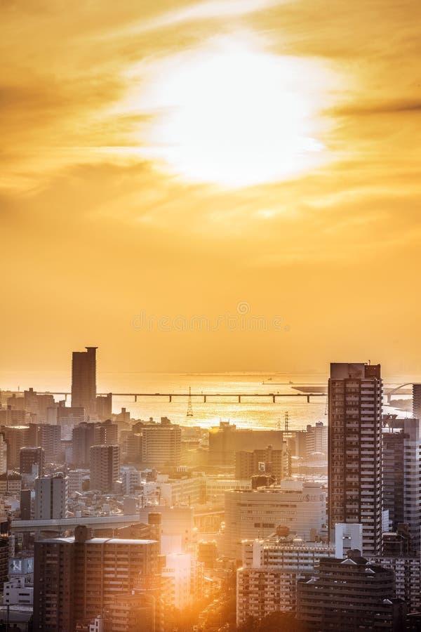 la puesta del sol en Osaka fotografía de archivo