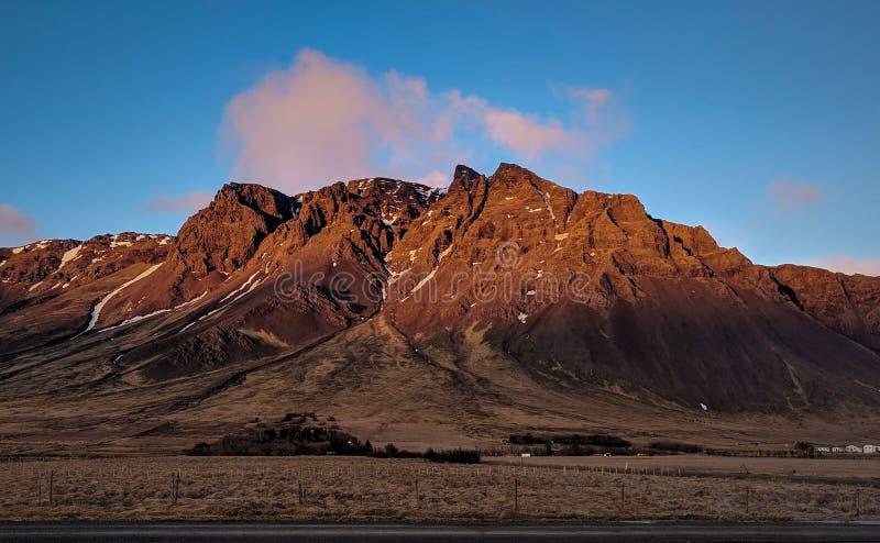 La puesta del sol roja de Islandia imagen de archivo libre de regalías