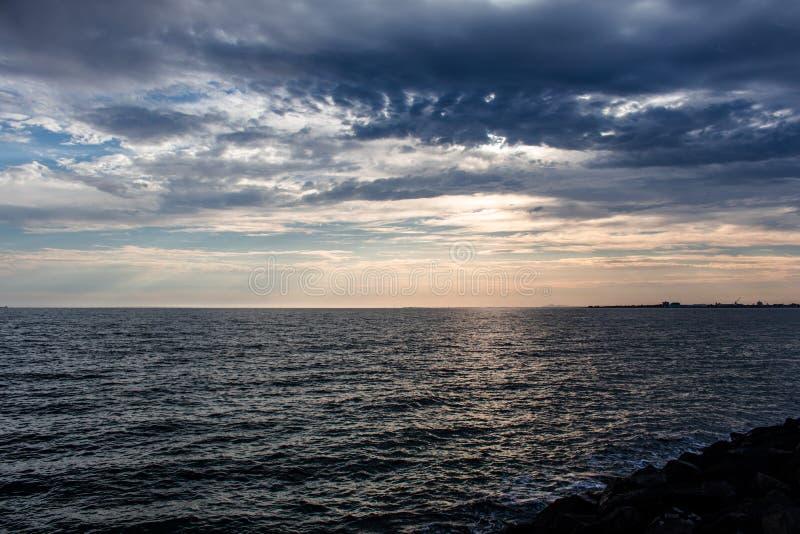 La puesta del sol salió poco antes realmente foto de archivo