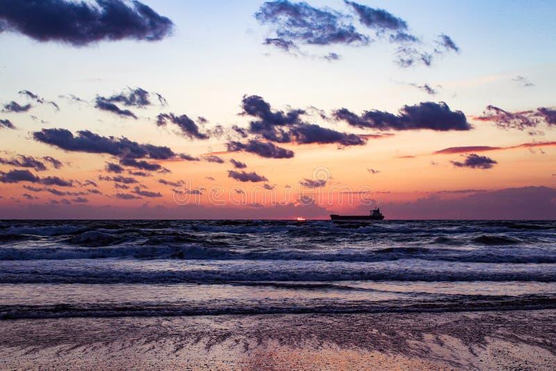 La puesta del sol silenciosa fotografía de archivo libre de regalías