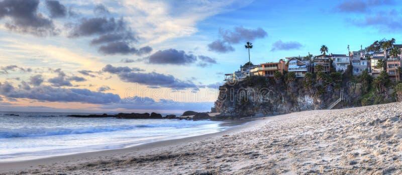 La puesta del sol sobre el océano en mil pasos vara imagen de archivo libre de regalías