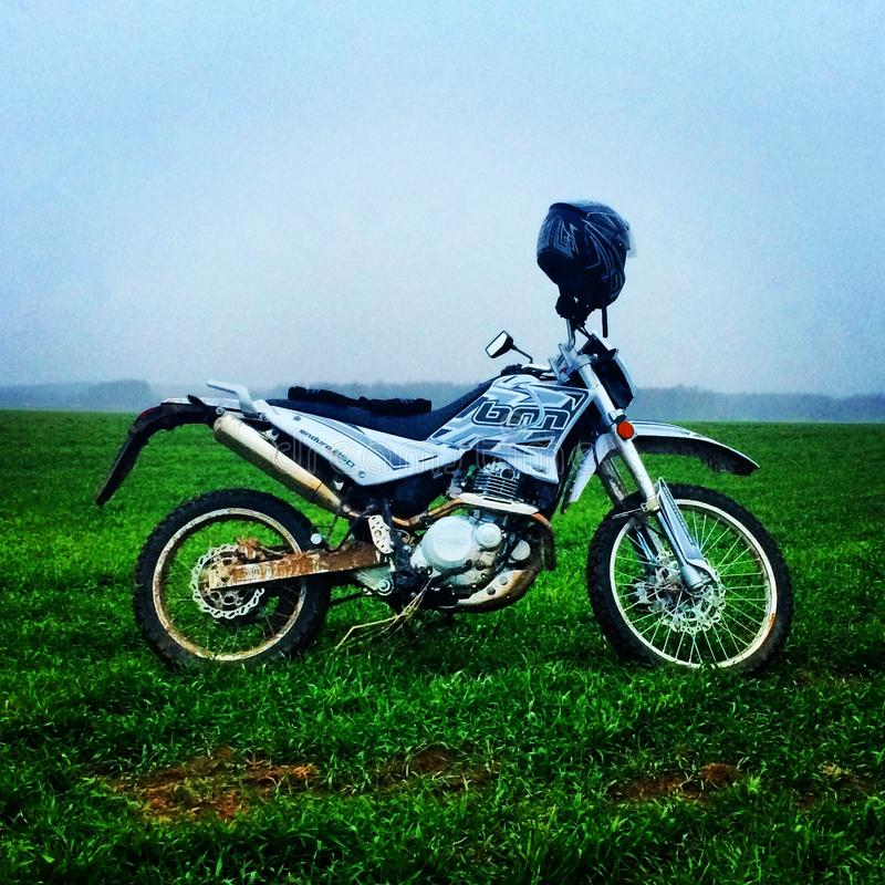 La puissance des motos/enduro images libres de droits