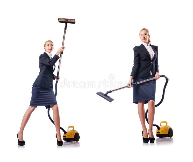 La pulizia della donna di affari con l'aspirapolvere su bianco immagine stock