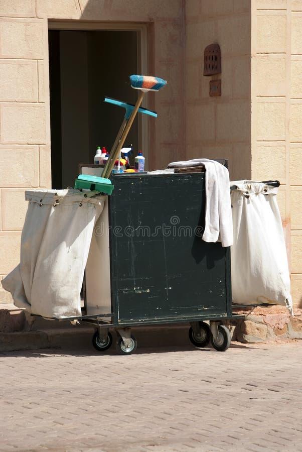 La pulizia lavora il carrello fotografie stock