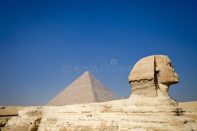 La pyramide et le sphinx. images stock