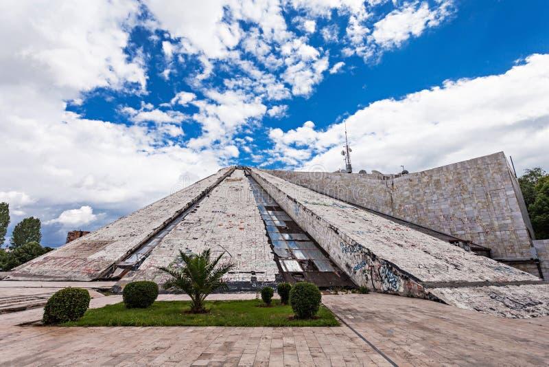 La pyramide, Tirana image libre de droits