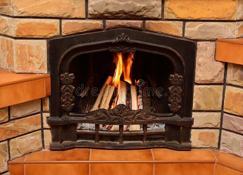 La quema abre una sesión la chimenea imagen de archivo libre de regalías