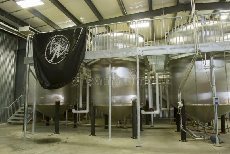 La région sauvage traîne des cuves de fermentation de distillerie photo stock