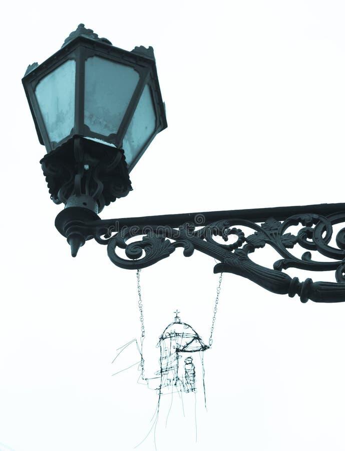 La rétro lanterne de rue avec handcraft d'isolement dans la couleur bleue photo libre de droits